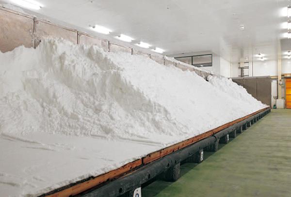 伯方塩業_塩の自然乾燥