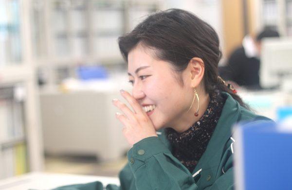 NPシステム_笑顔の若手社員