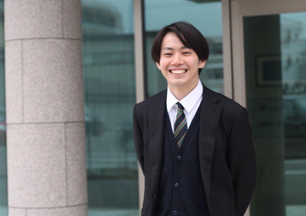 NPシステム開発_笑顔の若手社員